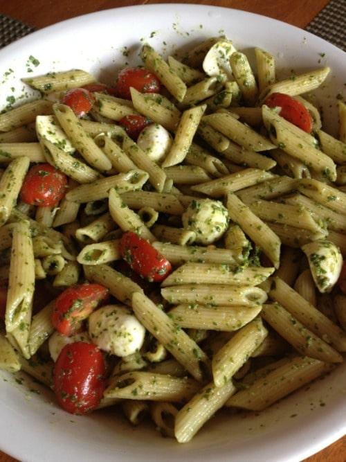 mozzerella tomato pesta pasta salad