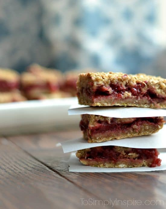 Strawberry Banana Oatmeal Bars - No refined sugar and all natural ingredients! Perfect healthy snack!