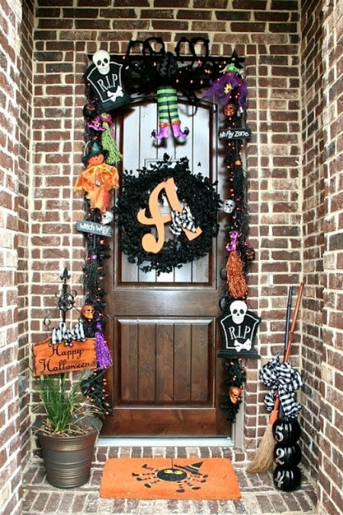 Fun Halloween Front Door Decorations - So many fun ways to to welcome your trick- & Fun Halloween Front Door Decorations Pezcame.Com