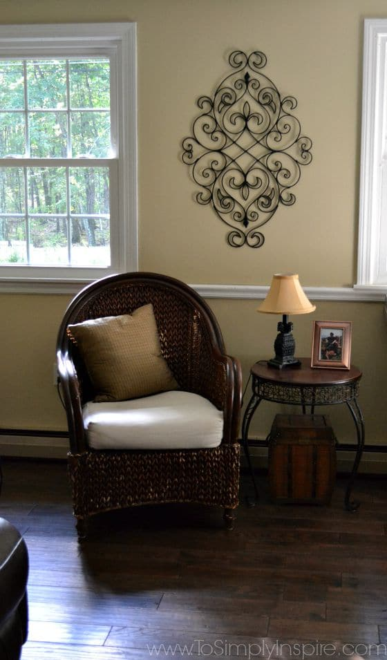 How to Paint Wicker Furniture with a Brush