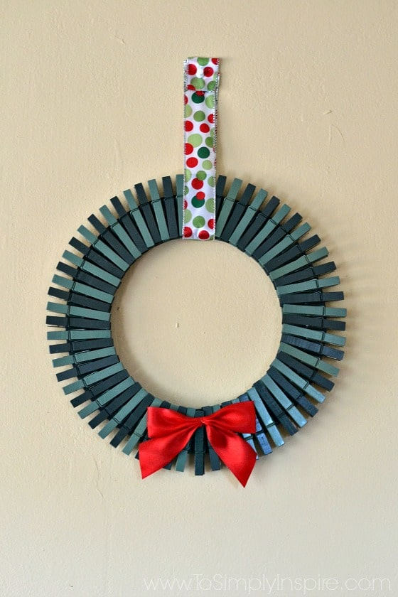 Make this adorable and easy DIY Christmas Card Holder Wreath to display all the great photo cards you receive each year.