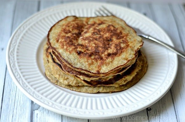Flourless Banana Pancakes - extra healthy, gluten free yumminess to serve for your next brunch or just an everyday breakfast idea. Top them with fresh fruit, chocolate chips and/or maple syrup.