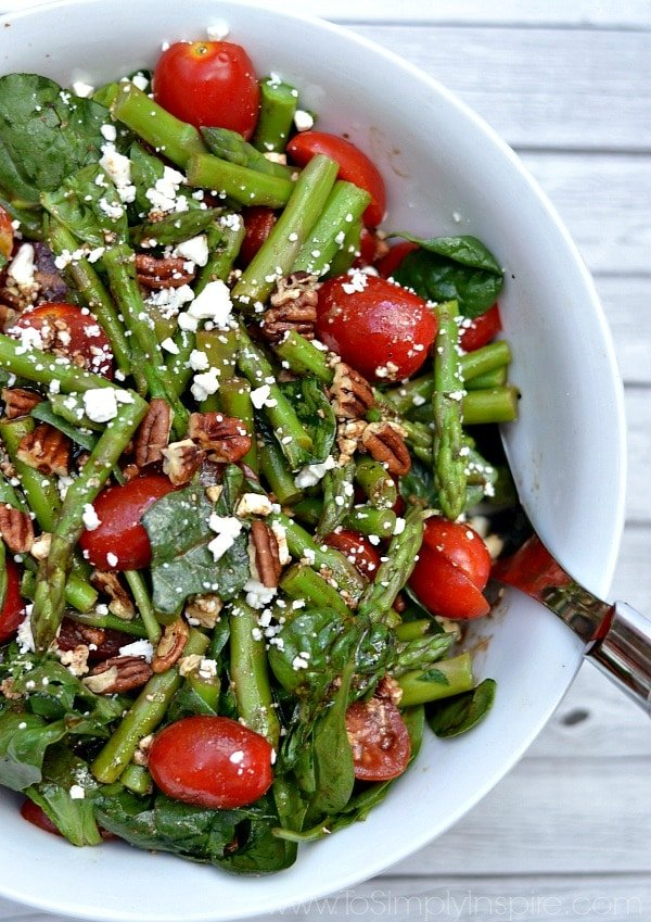 Spinach, Asparagus, Tomato Salad Recipe with tossed with toasted ...